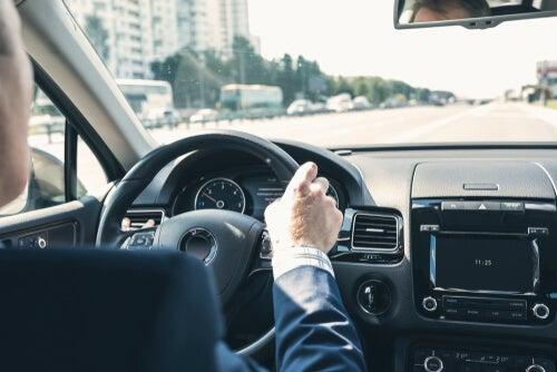 Vibraciones en el volante: motivos más comunes