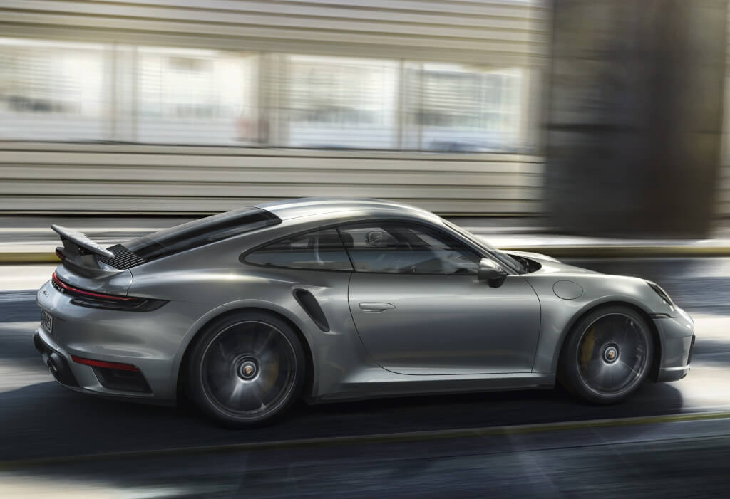 Porsche 911 Turbo S (992), lateral.