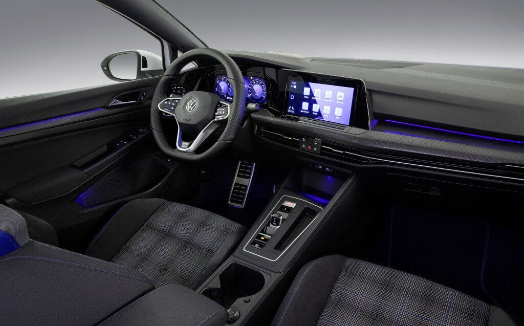 Volkswagen Golf GT 2020: Interior.