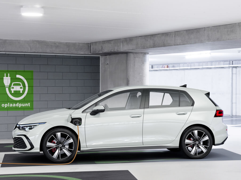 Volksagen Golf GTE 2020: lateral.