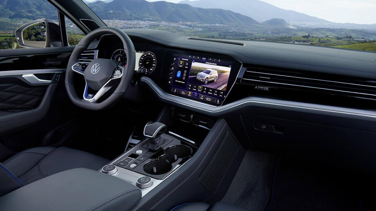 Volkswagen Touareg R, interior.
