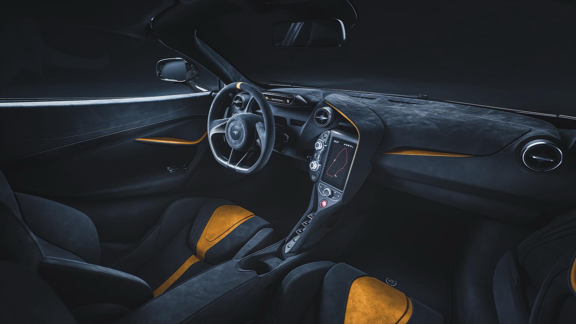 McLaren 720S Le Mans: interior.