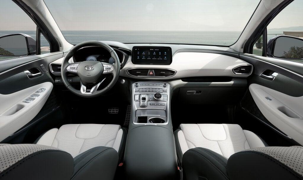 Interior del Hyundai Santa Fe 2021.