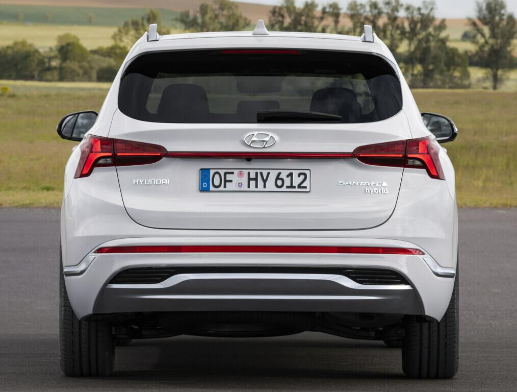 Hyundai Santa Fe 2021, trasera.