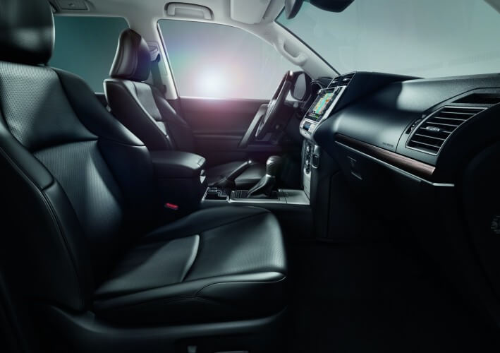 Toyota Land Cruiser 2021: interior.