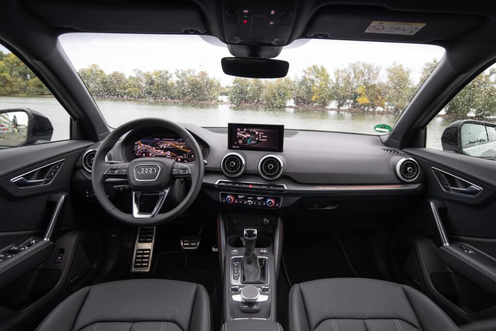 Audi Q2 2021, salpicadero.