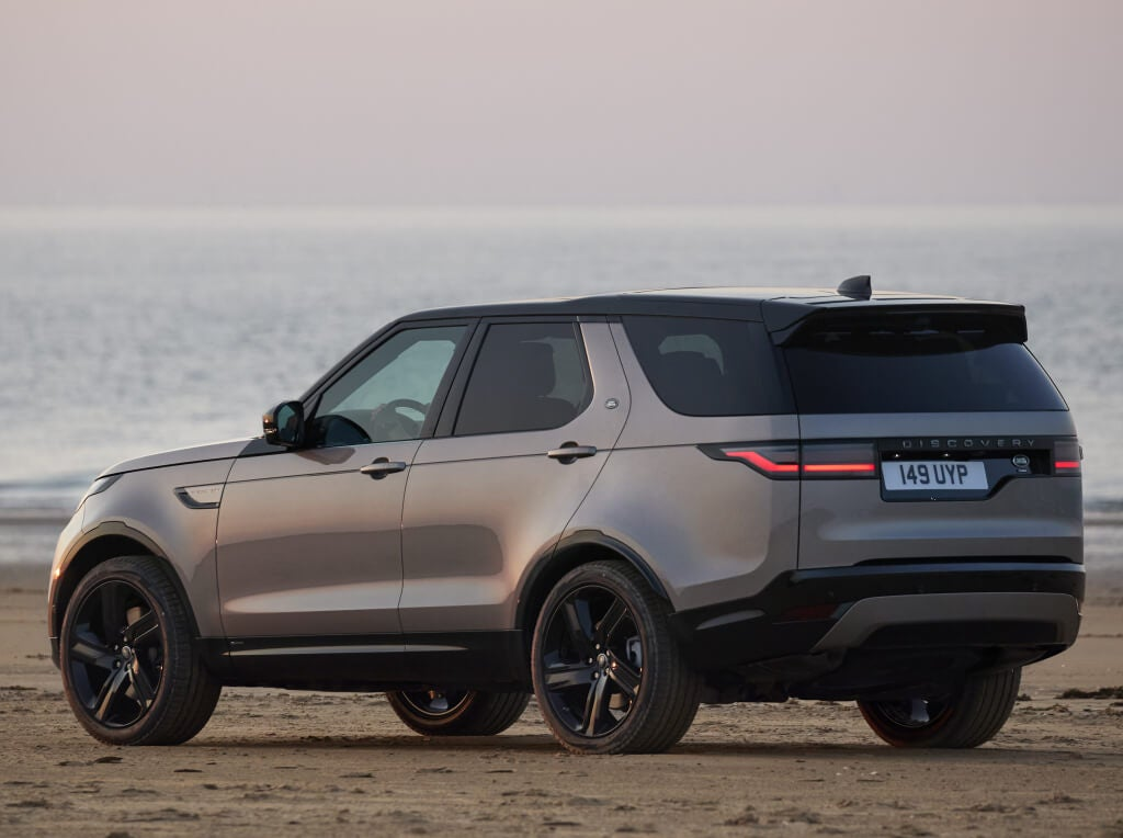 Land Rover Discovery 2021, trasera.