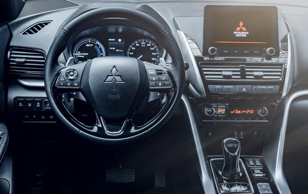 Mitsubishi Eclipse Cross PHEV 2021: interior.