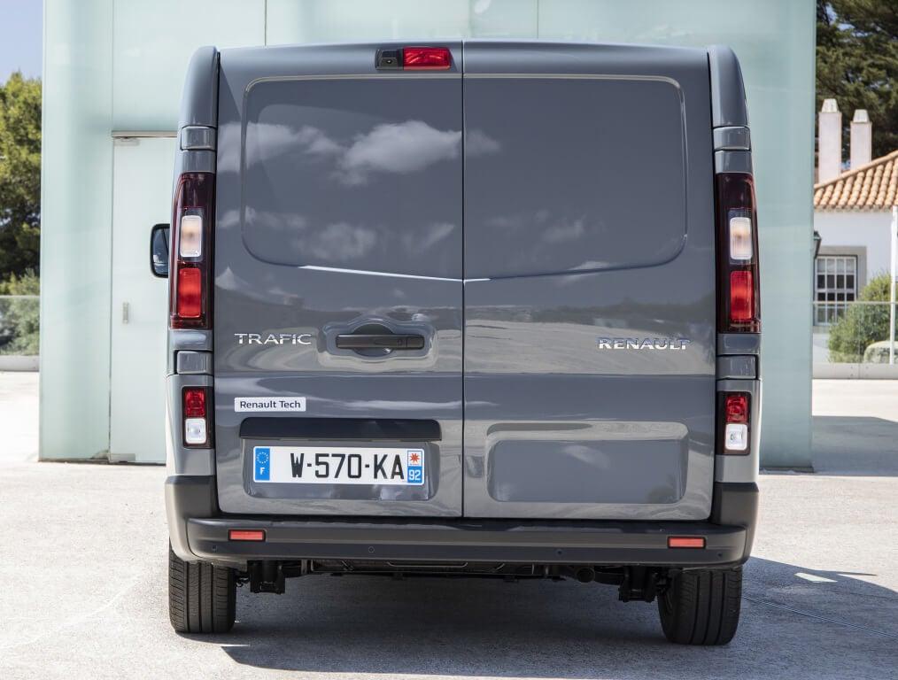 Renault Trafic 2021, trasera.