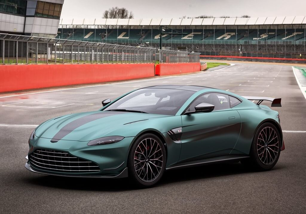 Aston Martin Vantage F1 Edition: frontal.