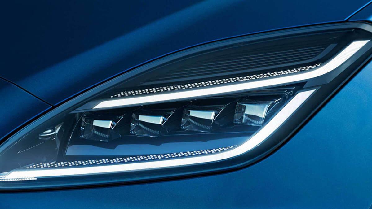 Luces diurnas del Jaguar E-Pace 2021.