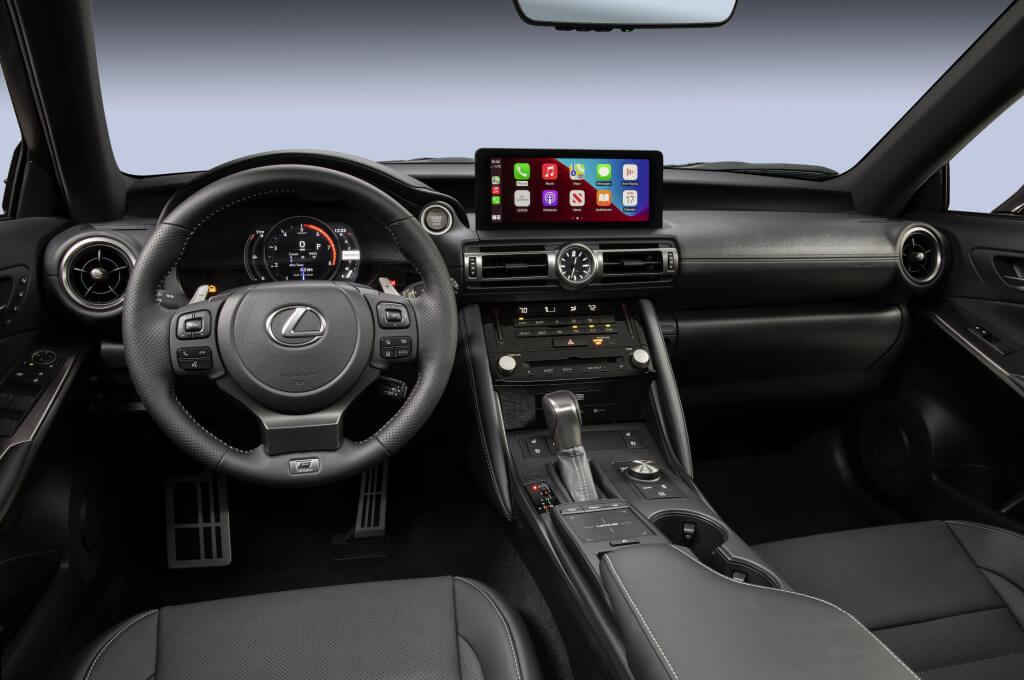 Lexus IS500 F Sport: interior.