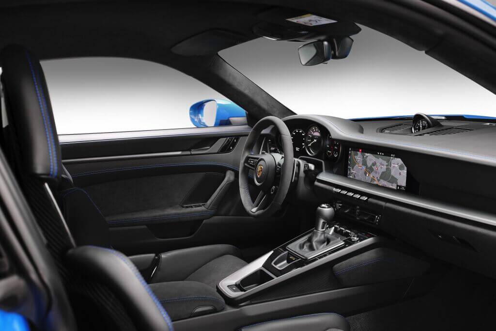 Porsche 911 GT3 2021: interior.