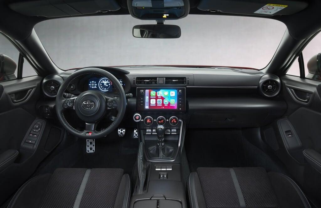 Toyota GR86: interior.