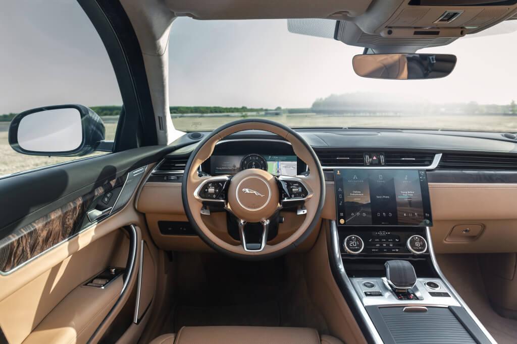 Jaguar XF 2021, interior.