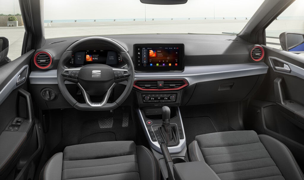Seat Arona FR: interior.