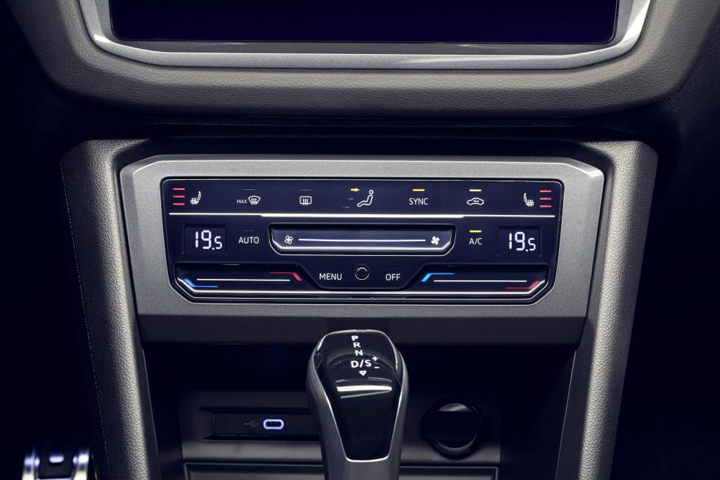 Volkswagen Tiguan Allspace 2021, mandos de la climatización.