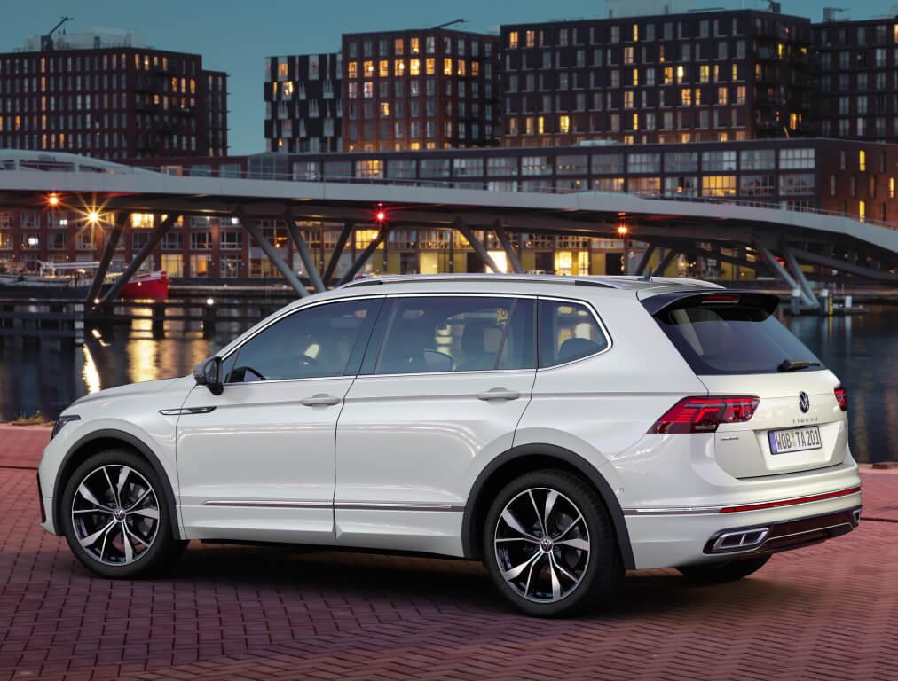 Volkswagen Tiguan Allspace 2021, parte trasera.